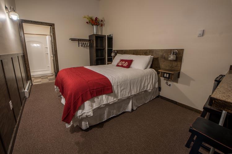 queen bed photo in the queen rooms - seward alaska