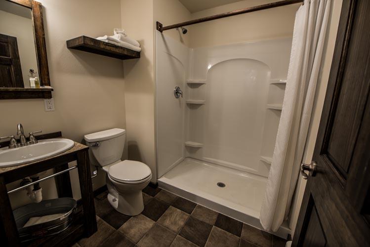 Queen room bathroom with full shower - seward alaska